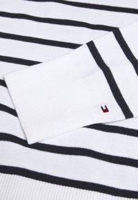 Tommy Hilfiger - KARA - Stickad tröja - desert sky/white - 2