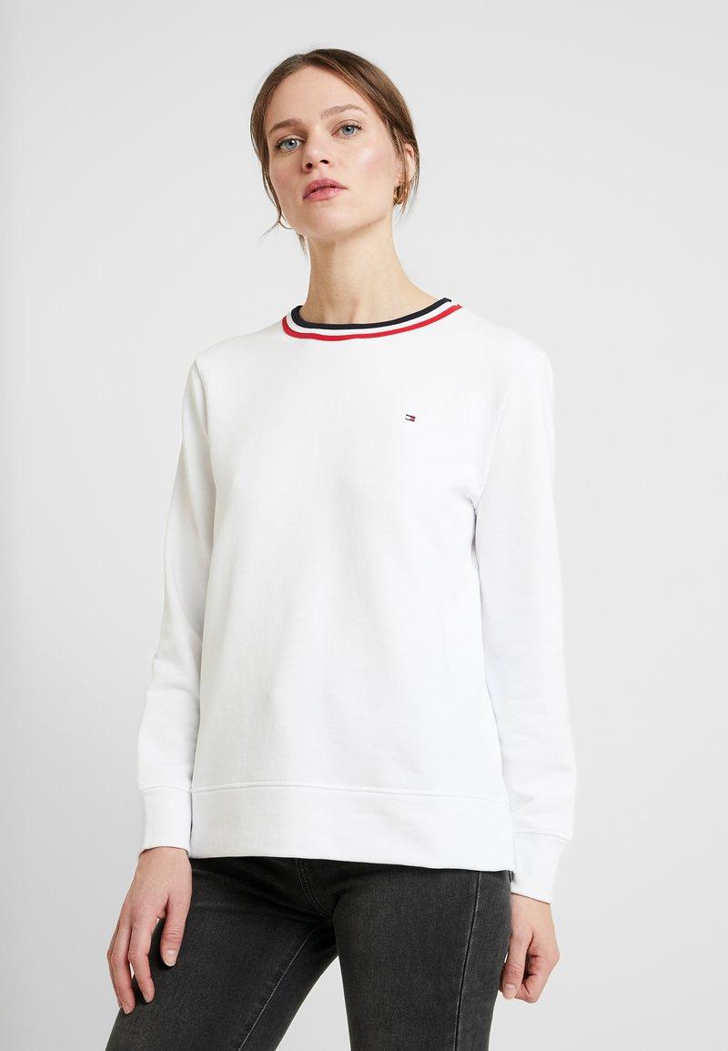 Tommy Hilfiger - ESSENTIAL C-NK - Sweatshirt - white