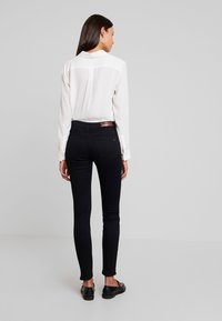 Tommy Hilfiger - COMO JAZZ - Jeans Skinny Fit - black denim - 2