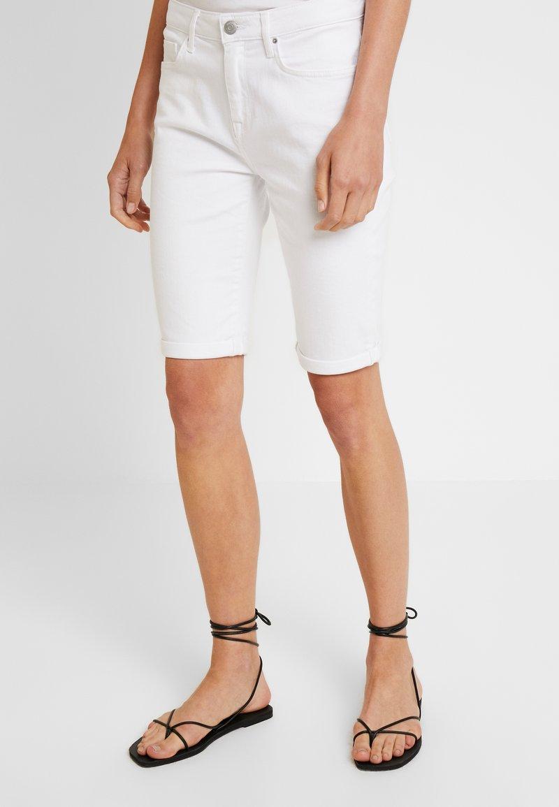 Tommy Hilfiger - VENICE SLIM BERMUDA - Szorty jeansowe - white