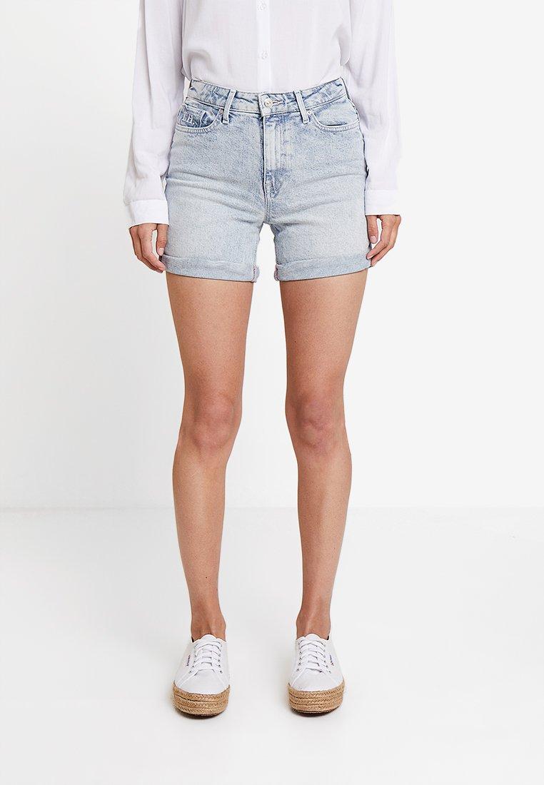Tommy Hilfiger - ESS ROME NUBIA - Jeans Shorts - denim
