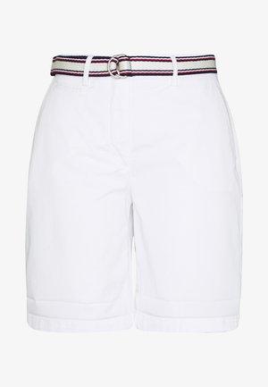 SLIM BERMUDA - Shorts - classic white