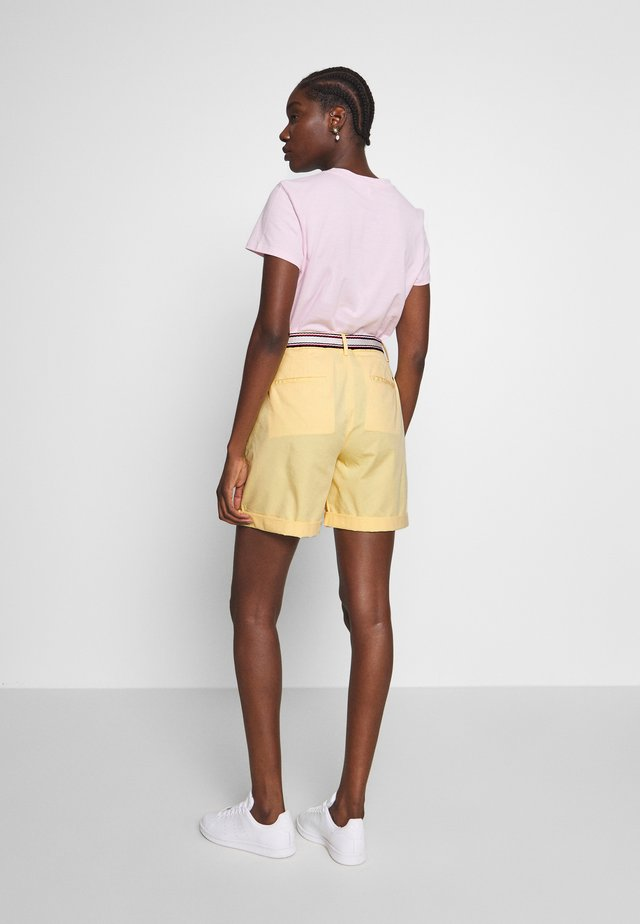 SLIM BERMUDA - Shorts - sunray