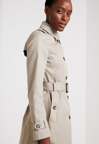 Tommy Hilfiger - HERITAGE SINGLE BREASTED - Trenchcoat - medium taupe - 3