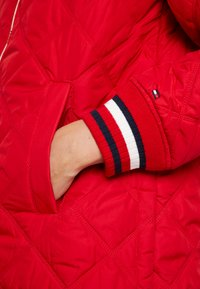 Tommy Hilfiger - IVAN QUILTED JACKET - Lett jakke - red - 4