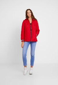 Tommy Hilfiger - IVAN QUILTED JACKET - Lett jakke - red - 1