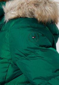 Tommy Hilfiger - NANI - Chaqueta de plumas - green - 7