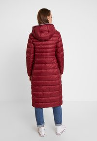 Tommy Hilfiger - ESSENTIAL MAXI COAT - Donsjas - red - 2