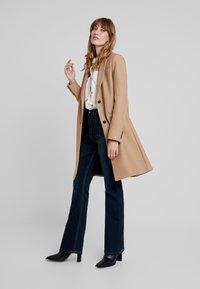 Tommy Hilfiger - BELLE BLEND CLASSICCOAT - Classic coat - camel - 1