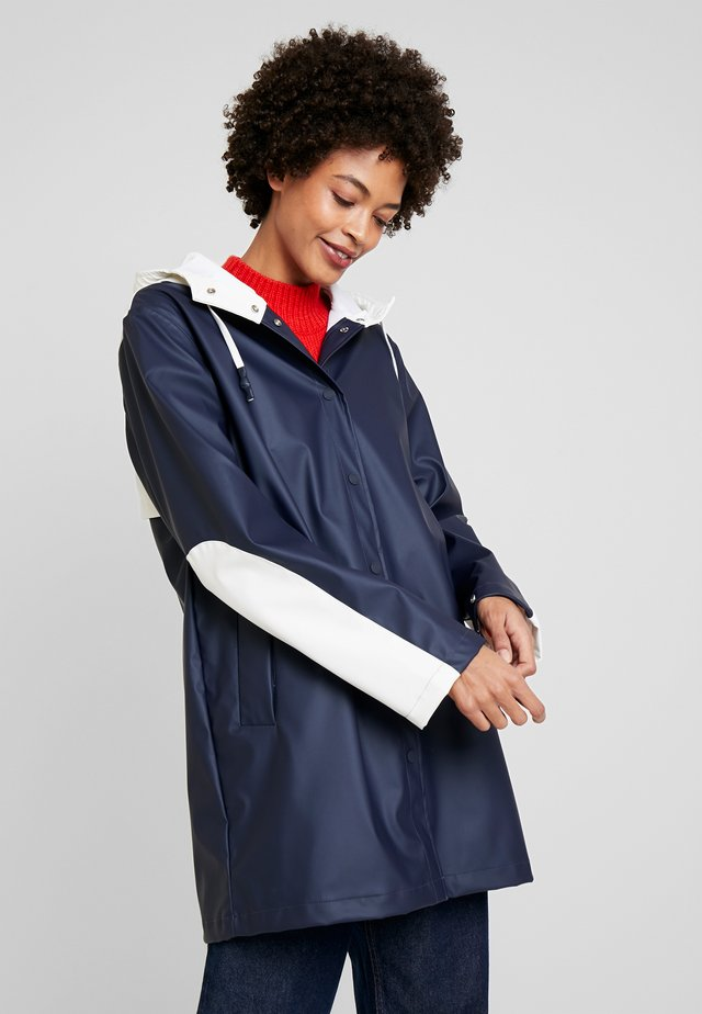 ALICE COLOURBLOCK RAINCOAT - Classic coat - desert sky/white
