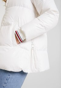 Tommy Hilfiger - NEW AMBER - Down jacket - white - 4