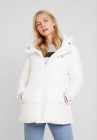 Tommy Hilfiger - NEW AMBER - Down jacket - white - 0