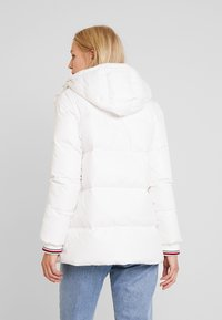 Tommy Hilfiger - NEW AMBER - Down jacket - white - 2