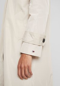 Tommy Hilfiger - MOLLY - Trenchcoat - stone - 5