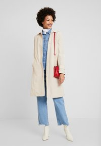 Tommy Hilfiger - MOLLY - Trenchcoat - stone - 1