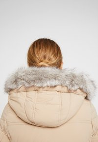 Tommy Hilfiger - NEW TYRA STRETCH INSULATION COAT - Winterjas - medium taupe