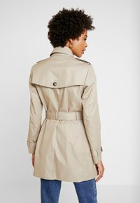 Tommy Hilfiger - HERITAGE SINGLE BREASTED TRENCH - Trenchcoat - medium taupe - 2