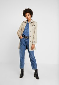 Tommy Hilfiger - HERITAGE SINGLE BREASTED TRENCH - Trenchcoat - medium taupe - 1
