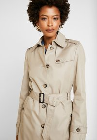 Tommy Hilfiger - HERITAGE SINGLE BREASTED TRENCH - Trenchcoat - medium taupe - 3