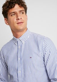 Tommy Hilfiger - SLIM TEXTURED  - Skjorta - blue - 5