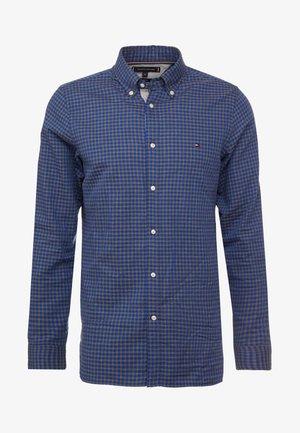 SLIM GINGHAM DOBBY - Skjorte - blue