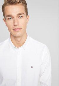 Tommy Hilfiger - CLASSIC DOBBY SLIM FIT - Shirt - white - 4