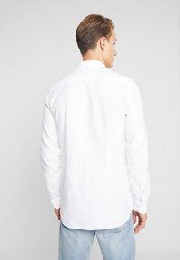 Tommy Hilfiger - CLASSIC DOBBY SLIM FIT - Shirt - white - 2