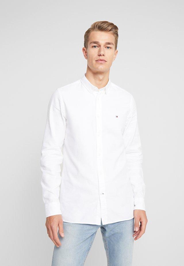CLASSIC DOBBY SLIM FIT - Shirt - white