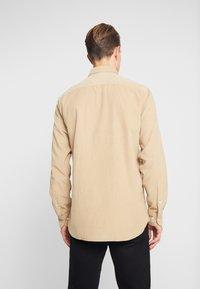 Tommy Hilfiger - GARMENT DYED - Shirt - beige - 2