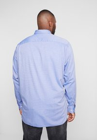 Tommy Hilfiger - FLEX DOBBY SHIRT REGULAR FIT - Košile - blue - 2