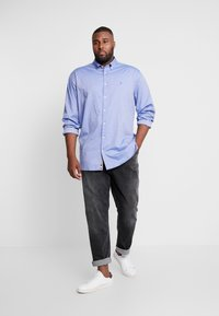 Tommy Hilfiger - FLEX DOBBY SHIRT REGULAR FIT - Košile - blue - 1