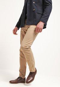 Tommy Hilfiger - DENTON - Chino kalhoty - khaki - 3