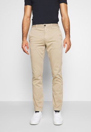 CORE STRAIGHT FLEX - Pantalones chinos - khaki