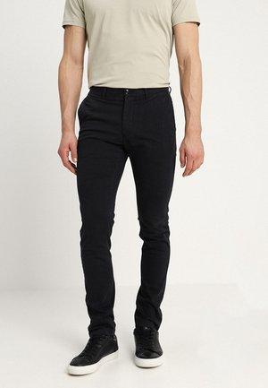 SLIM BLEECKER FLEX - Chino kalhoty - black