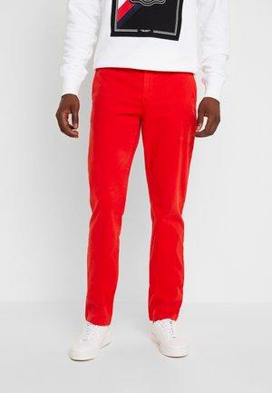 DENTON FLEX - Chino kalhoty - red