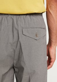 Tommy Hilfiger - ACTIVE PANT PUPPYTOOTH - Pantaloni - grey - 3