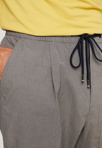 Tommy Hilfiger - ACTIVE PANT PUPPYTOOTH - Pantaloni - grey - 5