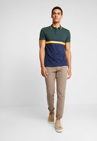 Tommy Hilfiger - DENTON STRUCTURE  - Chinos - camel - 1