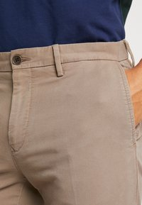 Tommy Hilfiger - DENTON STRUCTURE  - Chinos - camel - 3