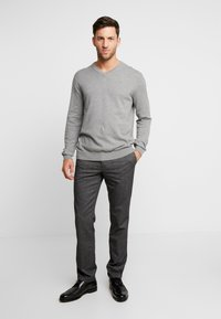 Tommy Hilfiger - DENTON LOOK - Chinos - black - 1