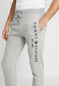 Tommy Hilfiger - BASIC BRANDED  - Tracksuit bottoms - grey - 5