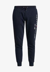 Tommy Hilfiger - BASIC BRANDED  - Pantalon de survêtement - blue - 4