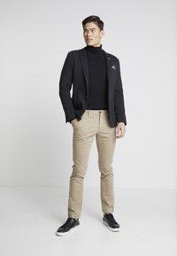 Tommy Hilfiger - BLEECKER - Chino kalhoty - khaki - 1