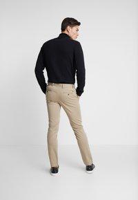 Tommy Hilfiger - BLEECKER - Chino kalhoty - khaki - 2