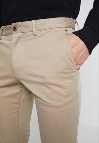 Tommy Hilfiger - BLEECKER - Chino kalhoty - khaki - 5