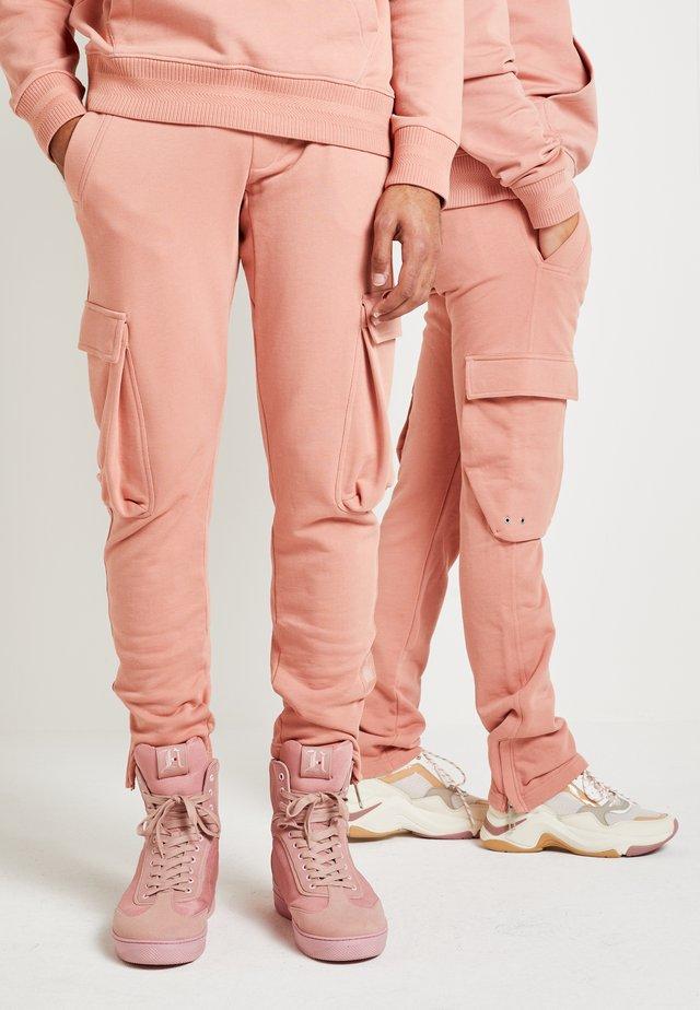 LEWIS HAMILTON CARGO SWEATPANTS - Spodnie treningowe - pink