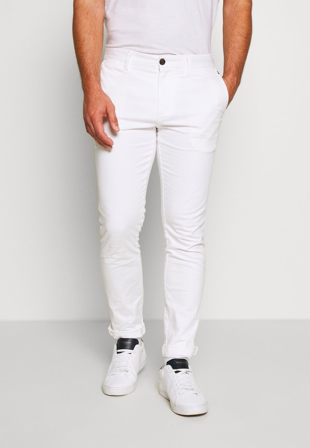 BLEECKER FLEX - Chinos - white
