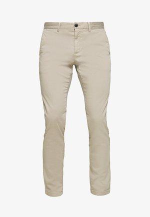 BLEECKER FLEX - Pantalones chinos - beige