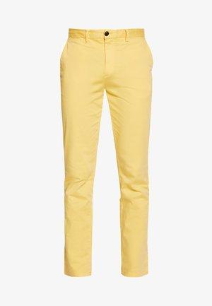 DENTON FLEX - Chino - yellow