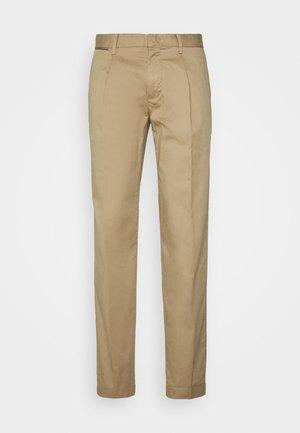 TAPERED SUMMER FLEX - Kalhoty - beige